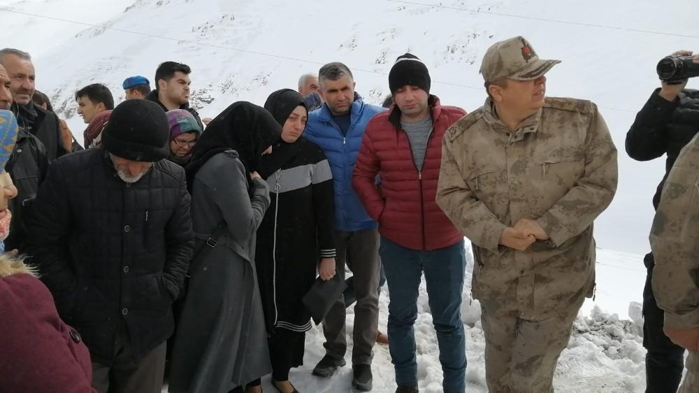 Çığ felaketinde şehit düşen askerlerin aileleri facia bölgesinde