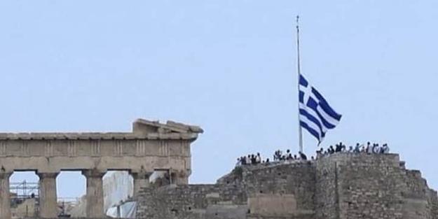 Cihat Yaycı'dan Yunanistan'ın bayrakları yarıya indirmesine sert tepki: Bu ne cüret!