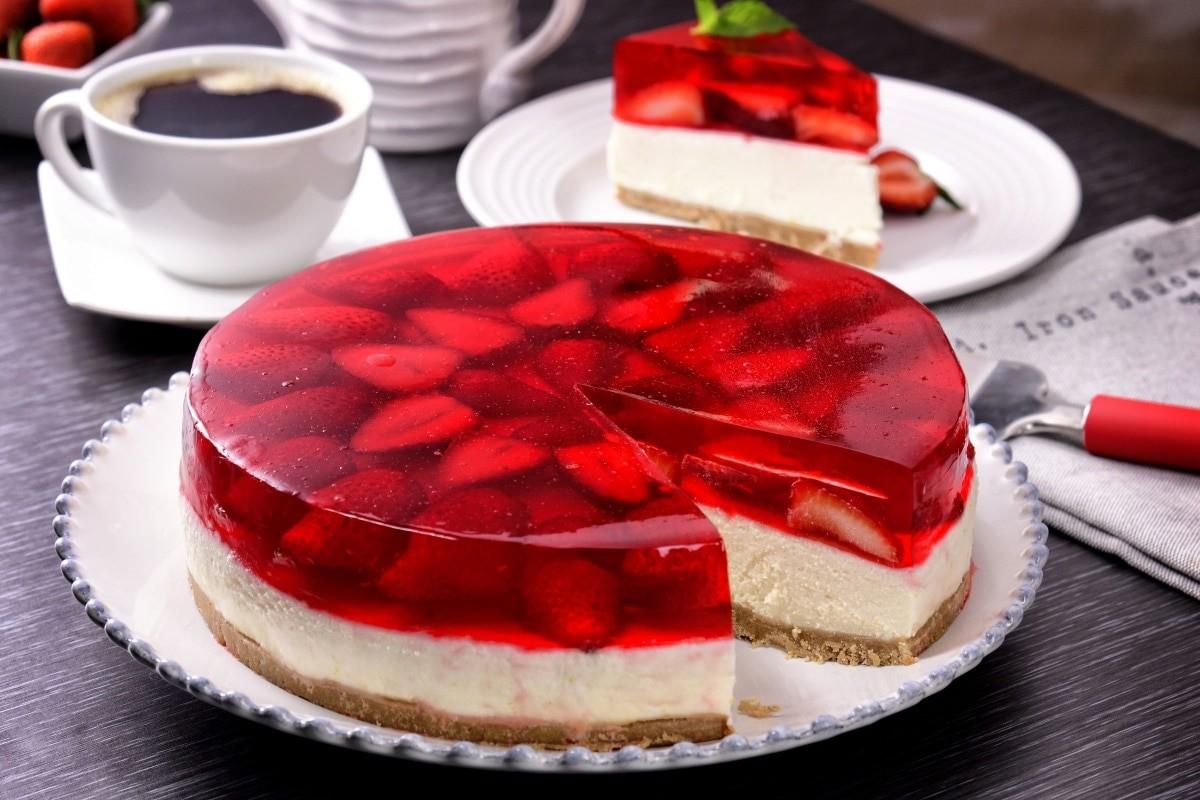 Çilekli jöleli kremalı pasta tarifi | Çilekli jel pasta tarifi ve malzemeleri