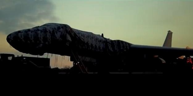 Çin ABD'nin Guam'daki üssünü bombaladığı bir video yayınladı