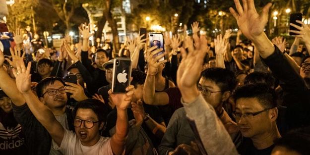 Çin yönetimi şokta! Hong Kong'ta seçimleri muhalifler kazandı!