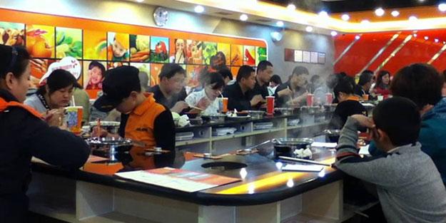 Çin'de servis ettiği yemekte fare çıkan restoran 190 milyon dolar zarar etti