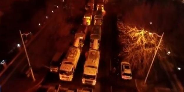 Çin'de yüzlerce kamyon sokaklara çıktı