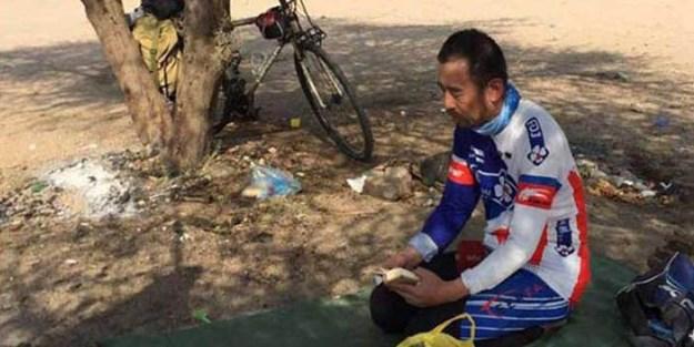 Çin'den Mekke'ye bisikletle gitti