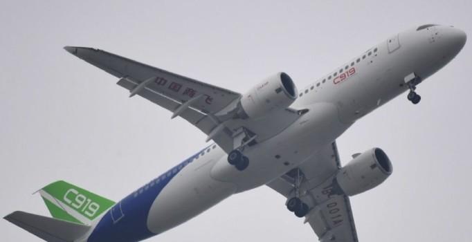 Çin'in yeni yolcu uçağı C919 ilk uçuşunu yaptı