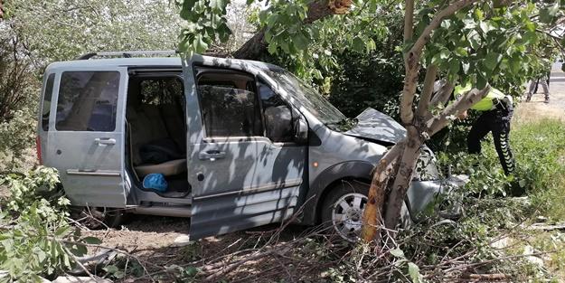 Cip ile hafif ticari araç çarpıştı: Yaralılar var