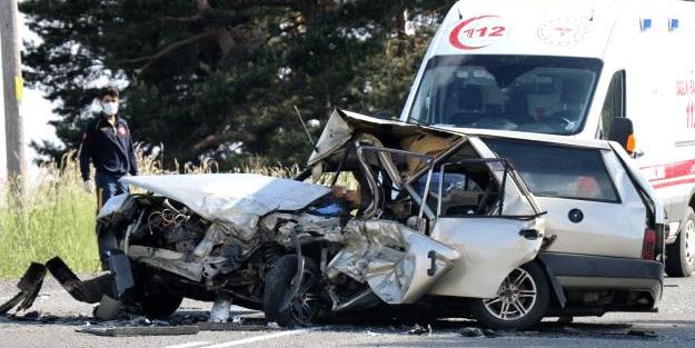 Ciple çarpışan araç paramparça oldu! Feci kazadan kahreden haber