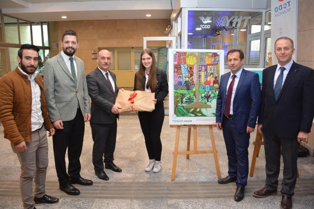 'Çizimlerle 40 Hadis' yarışmasının ödülleri Eskişehir'de sahiplerini buldu
