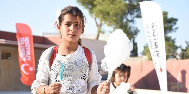 Çobanbey'de, El-Bab'da çocukların pamuk şekerli mutluluğu