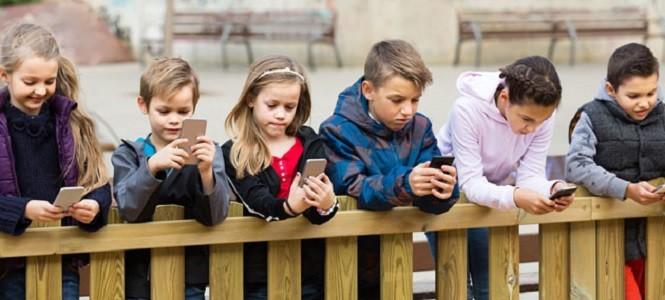 Çocuklar sosyal medya ile ne zaman tanışmalı?