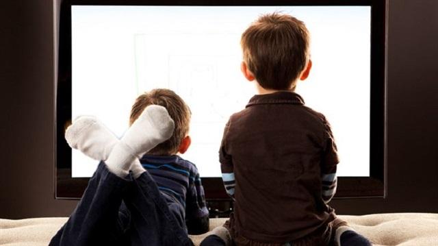 Çocuklarınıza televizyon izletmeyin