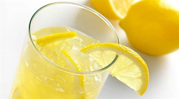 Çok tüketiliyor ama... Aman dikkat! İşte limonlu su içmenin zararları...