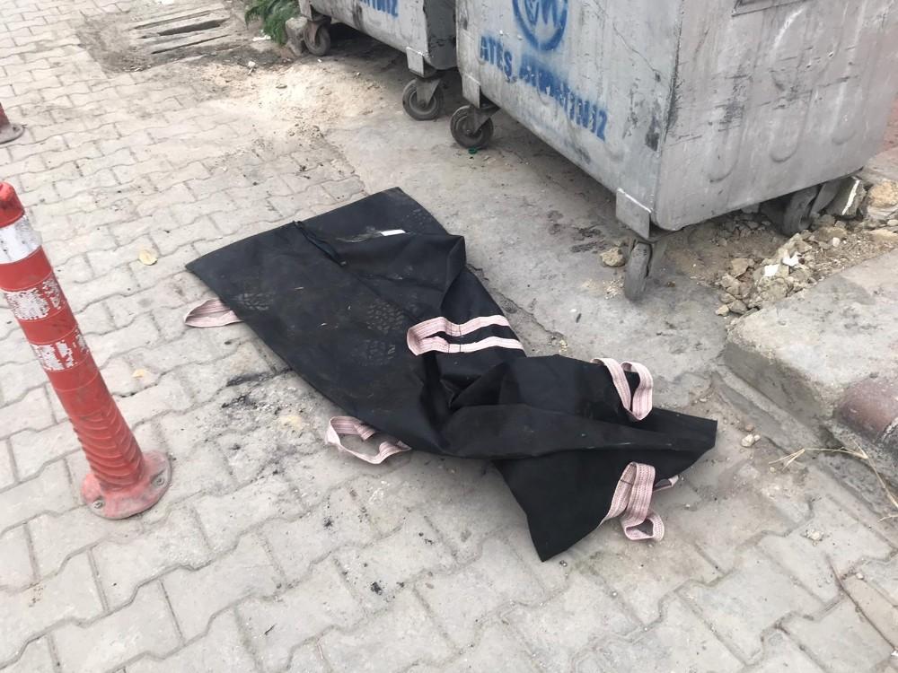 Çöpe atılan ceset torbaları korkuttu