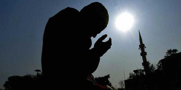Ilustrasi berdoa memohon ampunan kepada Allah dari segala dosa.