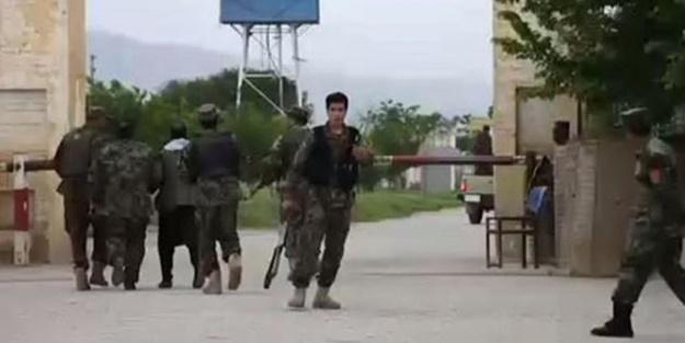 Cuma namazı sırasında Afgan askerine saldırı: 50 ölü!