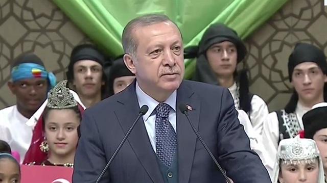 Cumhurbaşkanı Erdoğan 26 ülkeden gelen çocukları Külliye'de kabul etti