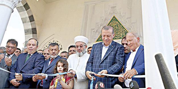 Cumhurbaşkanı Erdoğan  Cami açtı