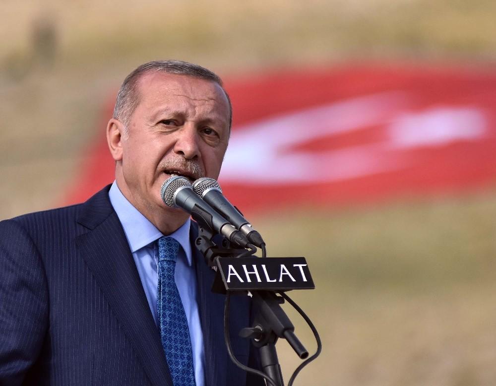 """Cumhurbaşkanı Erdoğan: """"Her karışında bir yiğidin yattığı bu mübarek topraklarda olmanın heyecanı yaşıyoruz"""""""