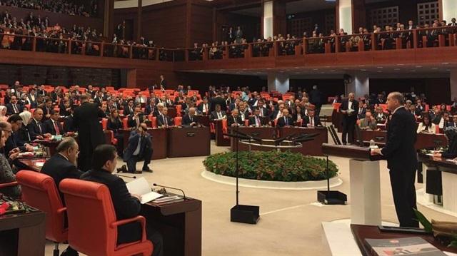 Cumhurbaşkanı Erdoğan kürsüye gelince 20 CHP'li salondan ayrıldı
