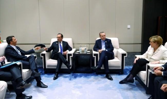 Cumhurbaşkanı Erdoğan, liderlerle dörtlü zirvede bir araya geldi