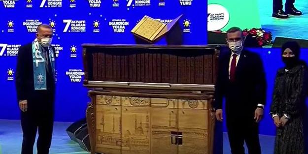 Cumhurbaşkanı Erdoğan'a Kur'an-ı Kerim hediyesi: Dünyada ilk ve tek!