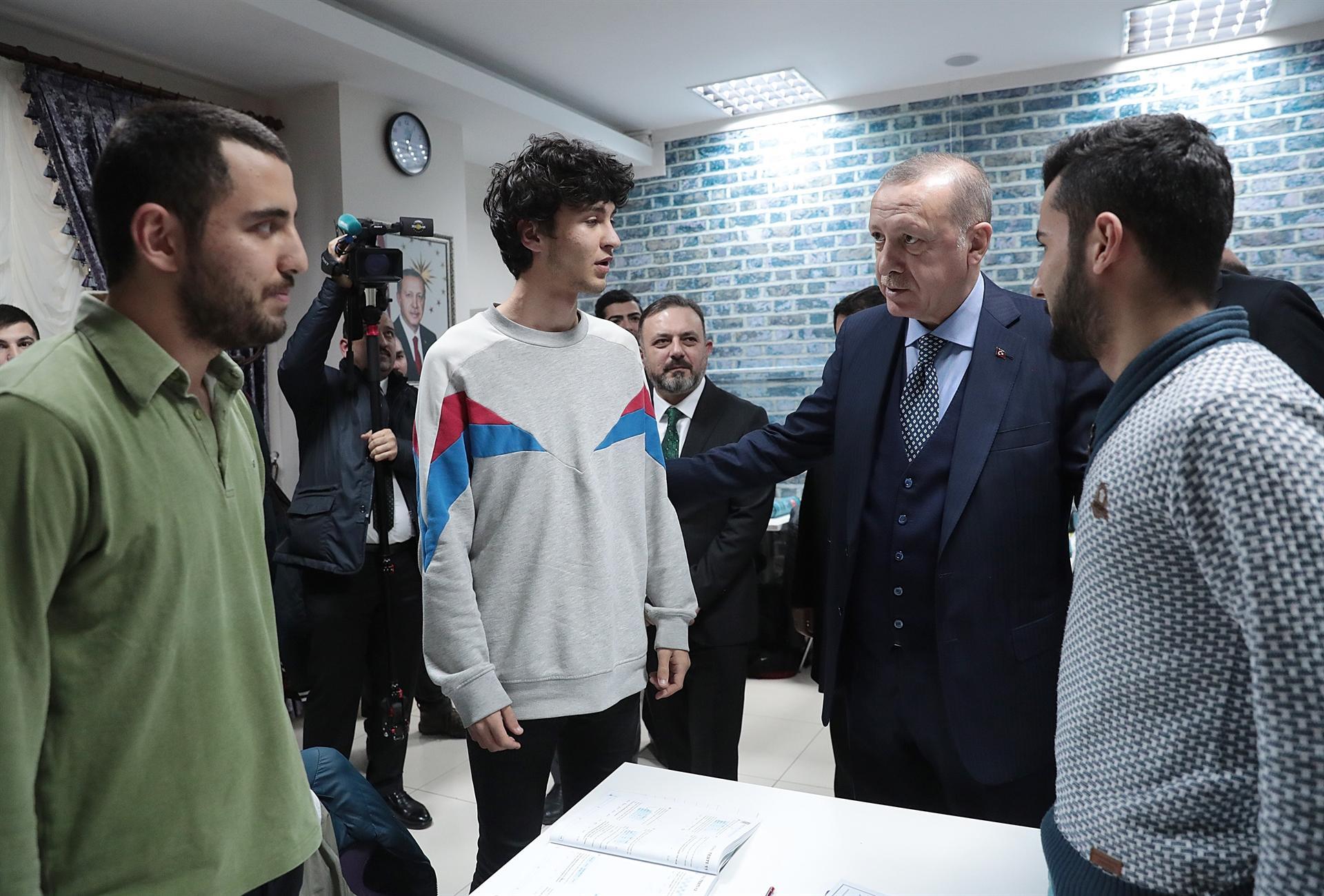 Cumhurbaşkanı Erdoğan'dan Ankara'ya metrobüs müjdesi