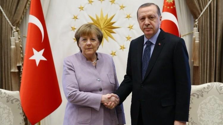 Cumhurbaşkanı Erdoğan'dan Merkel'e! Suçluluk psikolojisi...