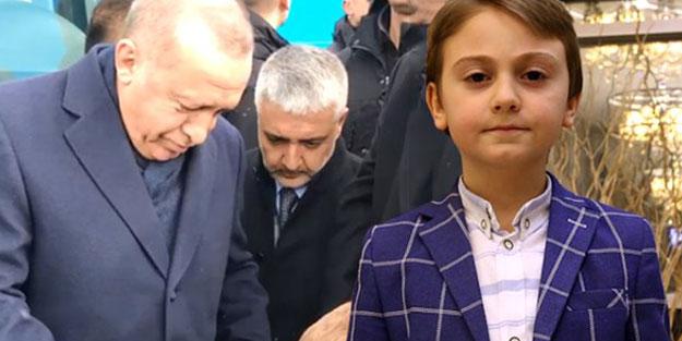 Cumhurbaşkanı Erdoğan'dan yanına gelen küçük çocuğa sürpriz hediye