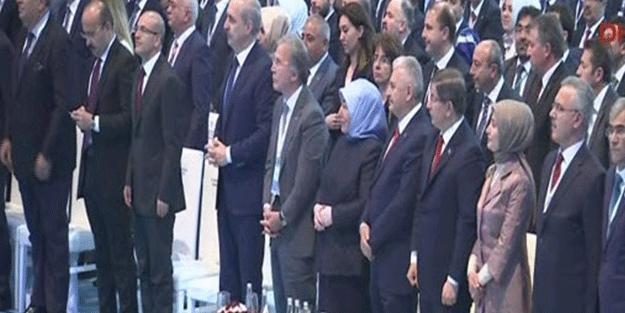 Cumhurbaşkanı Erdoğan'ın mesajını ayakta dinlediler