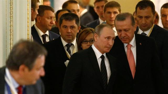 'Cumhurbaşkanı Erdoğan'ın Rusya ziyareti Batı'nın sinirlerini bozuyor'