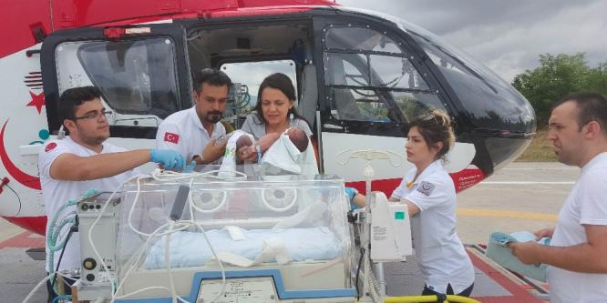 Bebeğin yardımına ambulans helikopter yetişti