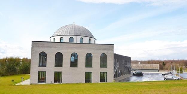 Danimarka'da cami gözyaşları ve dualarla açıldı