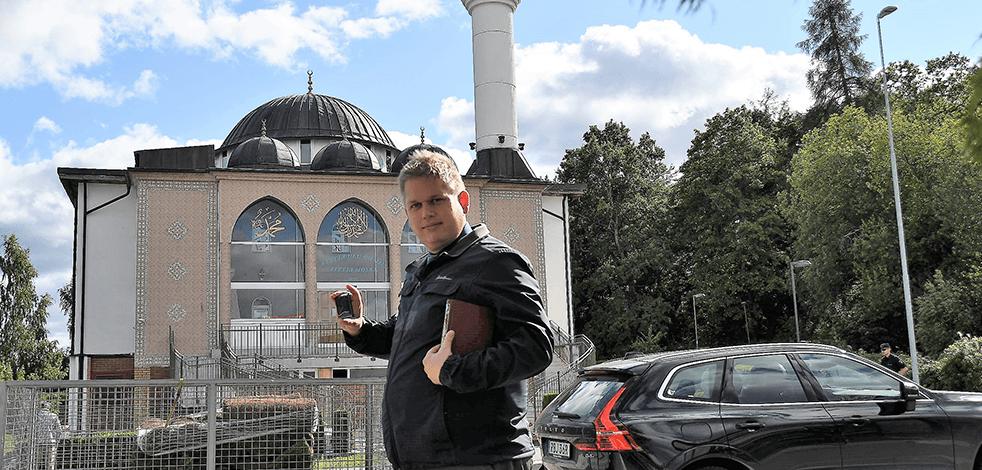 Danimarkalı İslam karşıtı siyasetçi Paludan'dan İsveç'te Türk camisi önünde provokasyon
