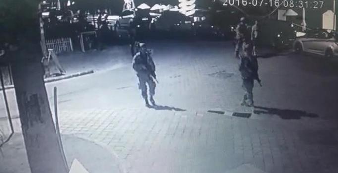Darbeci askerlere ait cep telefonu ve hücum yelekleri bulundu