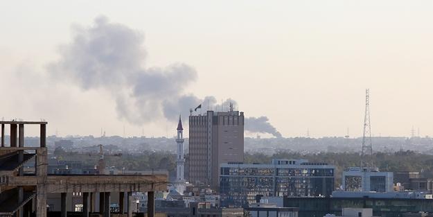 Darbeci Hafter'in silahlı araçları havaya uçuruldu!