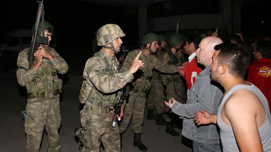 Darbeciler 'Bizi dünyaya rezil ettiniz' diyen Ali Aydoğan'a ateşle karşılık vermiş