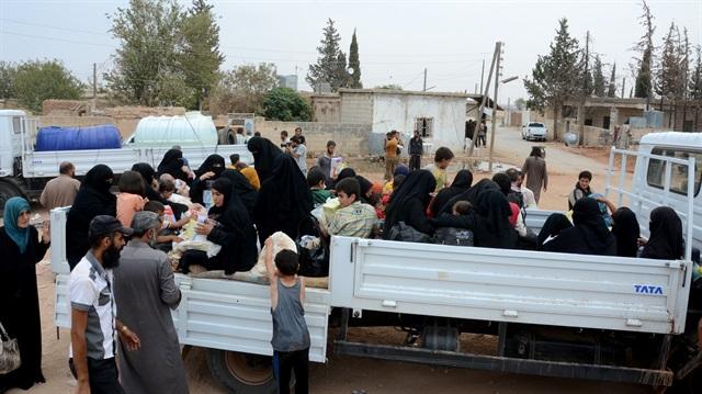 Dareyya'dan çıkan siviller Hama'ya geldi