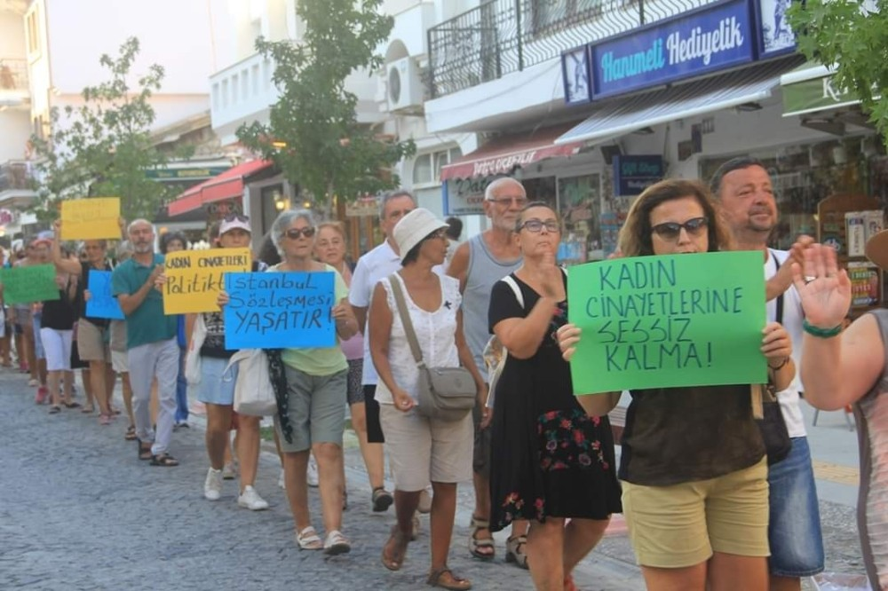 Datçalı kadınlar, kadına şiddete tepki için yürüdü