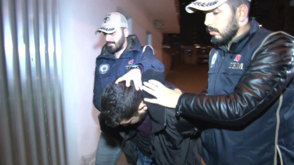 DEAŞ tetikçisi baba ve istihbaratçı oğlu tutuklandı