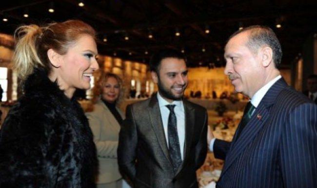 Demet Akalın'ın paylaştığı fotoğrafta Erdoğan ayrıntısı