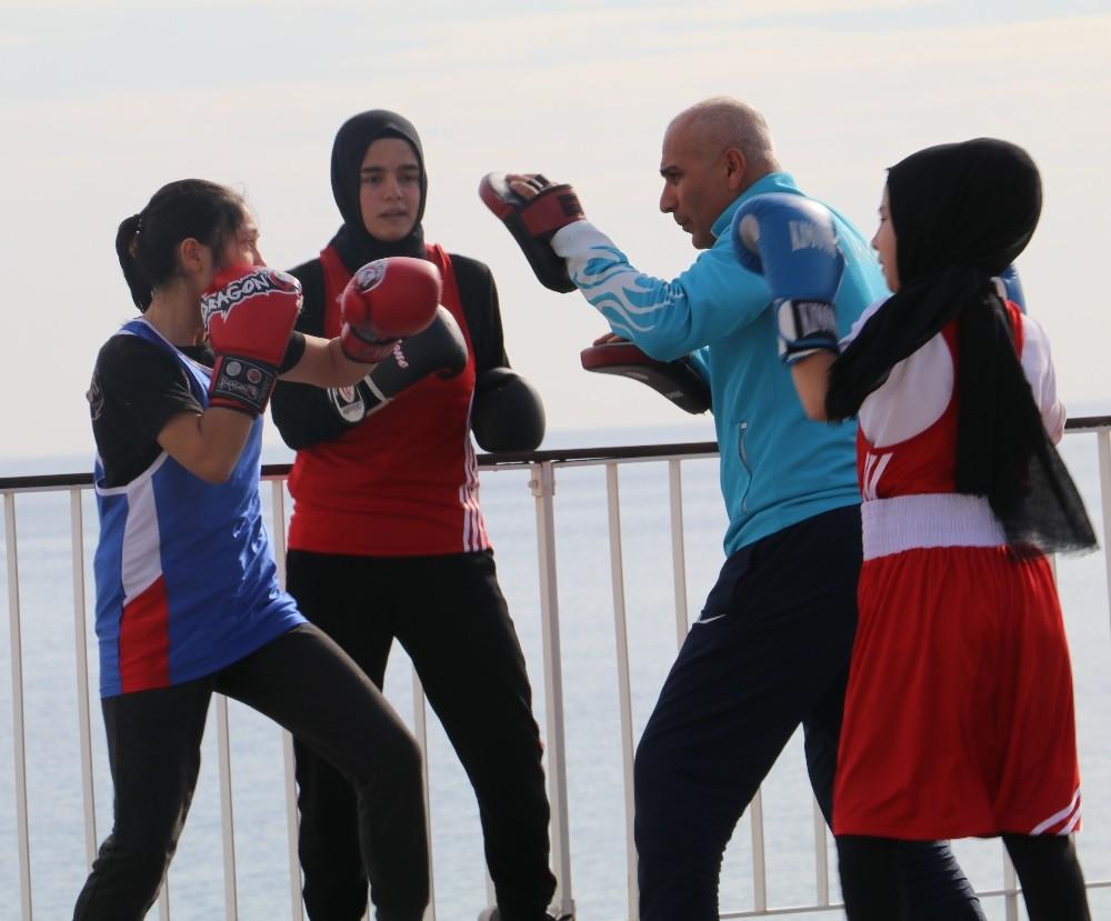 Demir Lady'ler Türkiye şampiyonasına hazırlanıyor