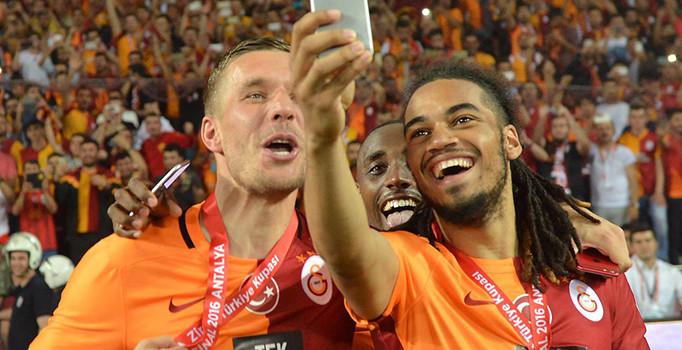 Denayer Galatasaray yolunda