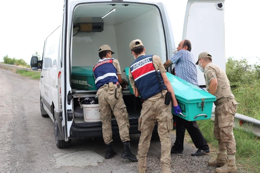 Deniz kıyısında kafası ve kolları olmayan erkek cesedi bulundu