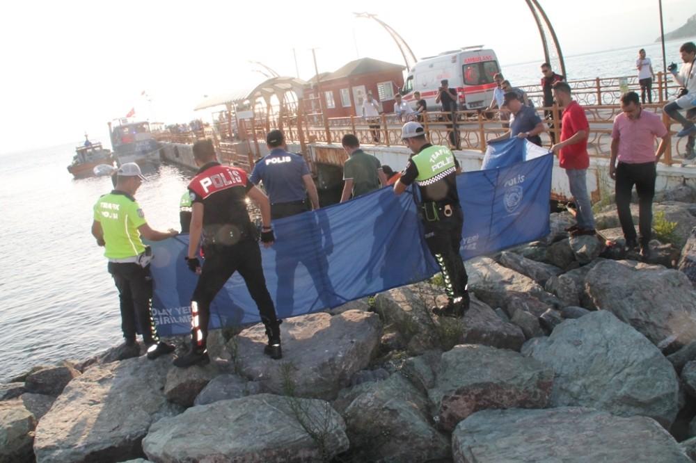 Denizde bulunan kadın cesedi çıkarıldı