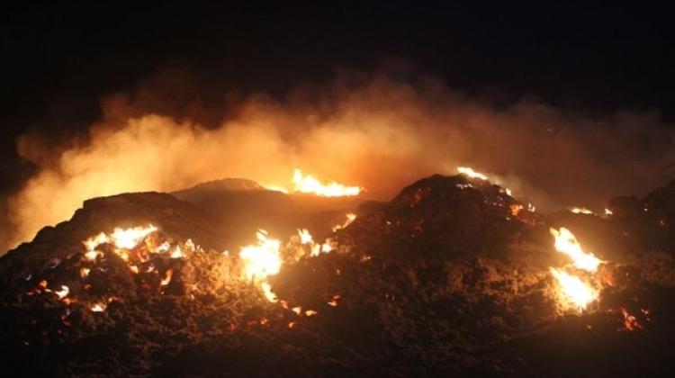 Denizli'de molozların döküldüğü alanda yangın çıktı