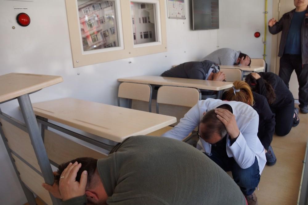 Deprem Similasyon Tırı'nda deprem anını yaşadılar
