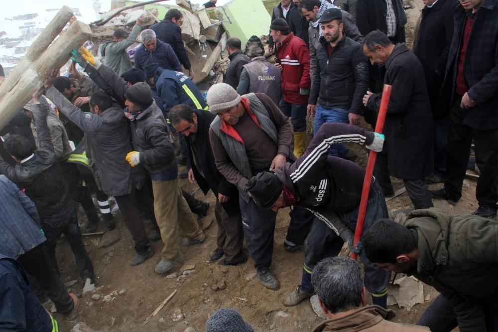 Depremde ölenlerin sayısı 8'e çıktı