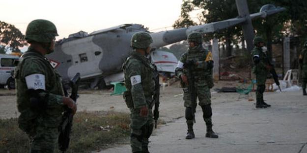 Deprem'den sonra Helikopter düştü