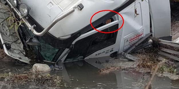 Dereye uçan TIR'ın sürücüsü güçlükle kurtarıldı