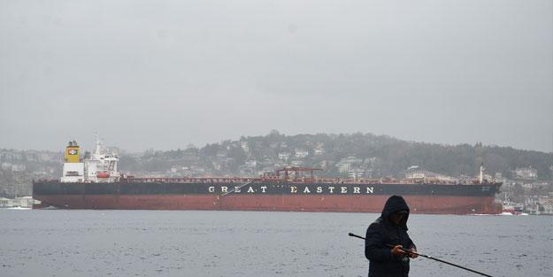 Dev gemiler İstanbul Boğazı'ndan geçti